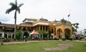 Istana-Maimun-penghuni-medan-874129_500_301